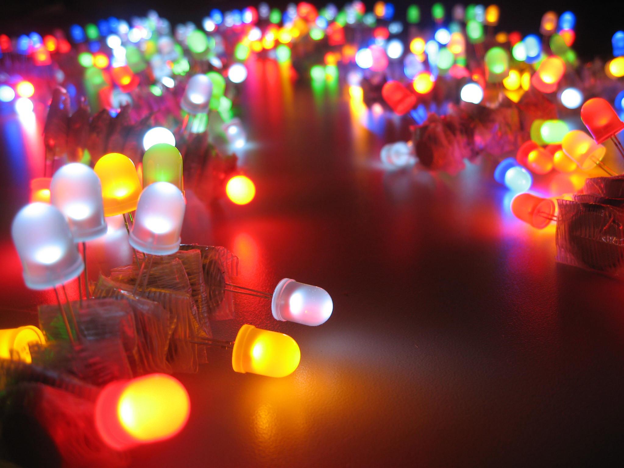 Đèn LED chiếu sáng và đặc điểm từng loại đèn LED.